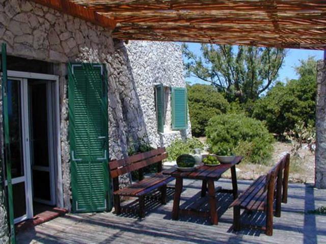 Villa a picco sul mare santa maria di leuca for Appartamenti arredati in affitto bari